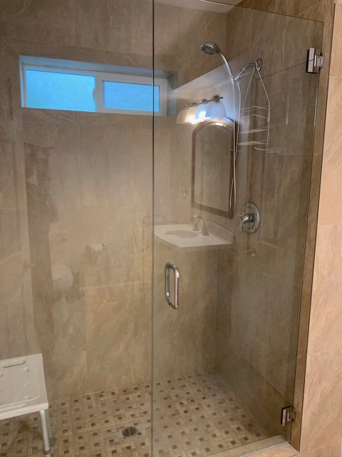 RS-apt-bathroom-2