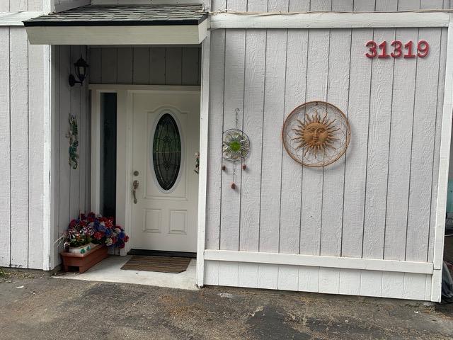RS-apt-front-door